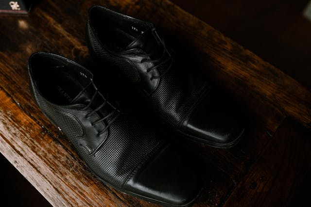 Detail of the shoes that the groom will wear at his wedding